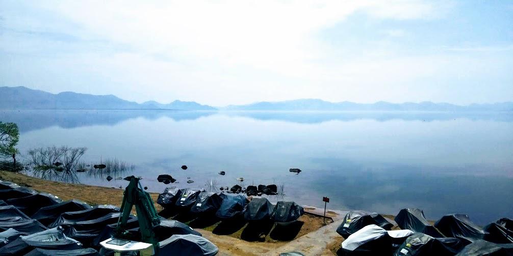 静かな猪苗代湖